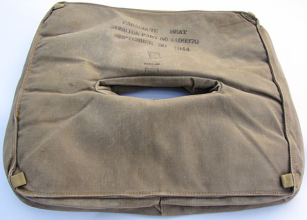 USAAF Parachute Seat Pack Cushion Part No 44D9370 - Click for the bigger picture