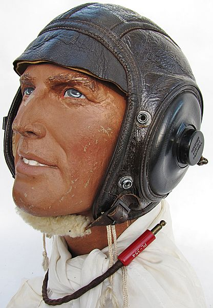U.S. AN-H-16 Winter Flying Helmet - Click for the bigger picture
