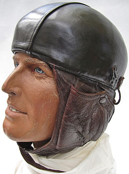 French Airaile Type 11 Armée de L'Air Flying Helmet - Click for the bigger picture